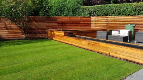 garden landscaping turf sleeper borders red cedar wood